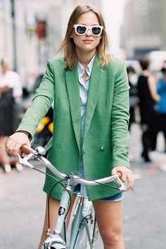 如何打扮時髦地踏單車?看看時尚達人的示範﹗