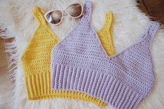 Crochet Top Ravelry: Summer Crop Top pattern by Carrie M Chambers - T-shirt Au Crochet, Bikini Crochet, Pull Crochet, Mode Crochet, Ravelry Crochet, Crochet Shirt, Crochet Summer Tops, Summer Knitting, Crochet Tops