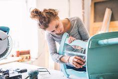 Ideias criativas e fáceis para a decoração da casa nova Buy Used Furniture, Crafts To Make And Sell, How To Make, Small Business Trends, Bedroom Crafts, Buy Candles, Fancy Houses, Inside Job, Craft Markets