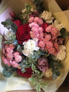 Show your love to your special person by surprising him with some colourful flowers! Tulips Flowers, Cut Flowers, Pretty Flowers, Colorful Flowers, Wallpaper Doodle, Send Flowers Online, Same Day Flower Delivery, Flowers Delivered, Special Person