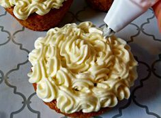 ☀CQ glutenfree sugarfree sweets treats desserts This sugar free cream cheese frosting recipe is super popular at our house. I love using it to make cupcakes for my kids' birthdays. Sugar Free Deserts, Sugar Free Sweets, Low Carb Sweets, Sugar Free Recipes, Low Carb Desserts, Sugar Free Cakes, Stevia Desserts, Sugar Free Frosting, Sugar Free Baking