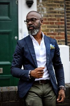 The Gentleman's Guide to Casual Fridays - Olive green pants with blue jacket and white dress shirt Source by zykoshop - Mens Fashion Blog, Fashion Mode, Mens Fashion Suits, Fashion Photo, Older Mens Fashion, Lifestyle Fashion, Business Casual Men, Men Casual, Casual Outfits