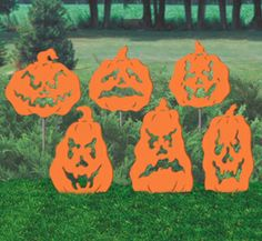 Fearsome Pumpkins Shadow Wood Pattern These frightful designs are sure to bring shivers to all of your Halloween visitors. #diy #woodcraftpatterns