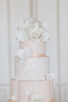 Incredibly detailed wedding cake: http://www.stylemepretty.com/little-black-book-blog/2014/04/02/wedding-cake-inspiration-from-cakes-by-krishanthi/ | Photography: Eddie Judd - http://eddiejuddphotography.com/