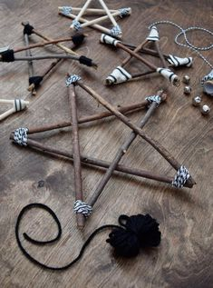 Rustic and Modern Twig Stars - learn how to make them! - Christmas Crafts and DIY Ideas - DIY Twig Star Ornaments – Decorations – northstory - Diy Christmas Ornaments, Homemade Christmas, Christmas Projects, Holiday Crafts, Christmas Holidays, Cheap Holiday, Christmas Ideas, Christmas Design, Diy Christmas Star