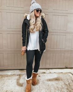 Beanie Outfit - Black fur lined parka White long sleeve tee Black leggings Ugg boots Gray bean. Leggings Outfit Winter, Legging Outfits, Leggings Fashion, Outfit With Beanie, Outfits Ugg Boots, Black Boots Outfit, Casual Winter Outfits, Winter Fashion Outfits, Fall Outfits