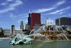 Grant Park and all that it encompasses can't be missed on a trip to Chicago. Be sure to stay just 1 mile away at Raffaello's contemporary boutique Great Places, Places To See, Lago Michigan, Costa, River Grove, Navy Pier Chicago, Buckingham Fountain, Chicago Hotels, Grant Park