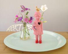 Prachtige foto van het Popje in het roze!! ( ook in het blauw en groen te koop in onze webwinkel! www.studiodewinkel.nl )