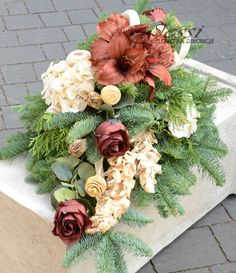 Jessi o nas Cemetery Decorations, So Creative, Fall Flowers, Ikebana, Funeral, Flower Arrangements, Floral Wreath, Plants, Hand Crafts