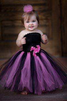 Newborn  Size 12 Black and Shocking Pink Tutu por krystalhylton