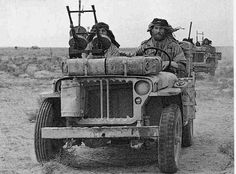 British Special Air Service (SAS) on patrol in North Africa during WWII Nagasaki, Hiroshima, Jeep Photos, Ww2 Photos, Ww2 Pictures, Photographs, Military Jeep, Military Vehicles, Military Issue