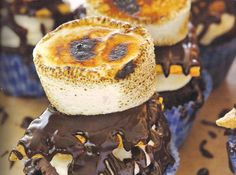 Yum... I'd Pinch That! | S'mores cupcakes