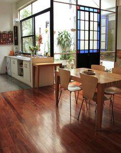Bea. Casa (pasillo, al fondo) remodelada en Boedo, Ciudad de Buenos Aires.