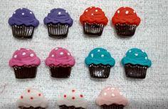 Aplique em Biscuit <br>Cores: Variadas à escolha em Biscuit <br>Massa Tingida ou esmaltada.