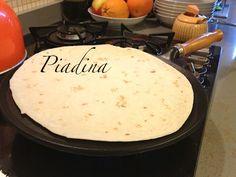 """Preparando a piadina em uma frigideira especial - """"O que comer em Emilia Romagna: pratos típicos"""" by @Alexandra Aranovich"""