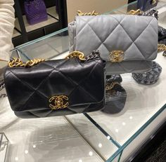 ☝🏻Click post for more details☝🏻 😘Follow us for daily updates😘 ❤️worldwide shipping❤️😎 whatsapp: +60165425482/ +8618666021721 Chanel Backpack, Chanel Purse, Chanel Bags, Best Designer Bags, Designer Belts, Designer Handbags, Chanel Slingbacks, Chanel Sandals, Hermes Bags