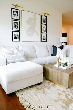 literally love these ideas for how to style couch pillows!! can't wait to copy! Home Decor Online, Home Decor Shops, Home Decor Items, Home Decor Accessories, New Home Essentials, First Apartment Essentials, Apartment Checklist, Apartment Decorating On A Budget, Small Apartment Design