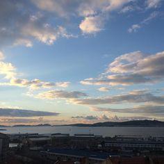 Otro día que se despide y el sol se va a dormir a las Islas Cíes para despertarse de nuevo mañana como nuevo. #sunset #sun #pretty #beautiful #red #orange #pink #sky #skyporn #cloudporn #nature #clouds #horizon #photooftheday #instagood #gorgeous #warm #view #night #silhouette #instasky #all_sunsets #vigo #riasbajas #igersvigo #galicia #spain #nofilter #today