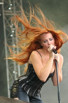 Simone Simons, Epica    She & her hair are GORGEOUS...