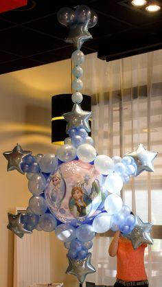 Création originale de José Lutman pour le Quick-Link tour. Décor parfait pour une fête sur le thème de la Reine des Neiges ou Noël. #qualatex #noel #frozen #reinedesneiges #bubble #disney #anna #elsa Balloon Show, Balloon Stands, Balloon Display, Balloon Gift, Frozen Decorations, Balloon Decorations, Balloon Ideas, Wedding Decorations, Balloon Designs