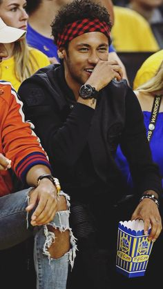 Lewis Hamilton and Neymar @ Warriors VS Calves Game June 2017 - Best of Wallpapers for Andriod and ios Neymar Jr, Neymar Football, Best Football Players, Soccer Players, Neymar Brazil, Bae, Warriors Vs, Football Pictures, Black