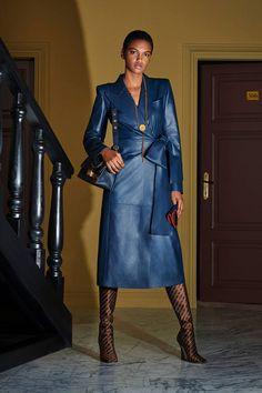 Fendi Resort 2020 Fashion Show Collection: See the complete Fendi Resort 2020 collection. Look 19 2020 Fashion Trends, Fashion 2020, Love Fashion, Runway Fashion, High Fashion, Womens Fashion, Fashion Design, Steampunk Fashion, Gothic Fashion