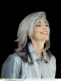 Doit-on avoir peur des cheveux gris?