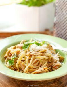 Makaron z tuńczykiem i zielonymi oliwkami Noodles, Spaghetti, Pasta, Lunch, Cooking, Sweet, Ethnic Recipes, Agate, Pendant Necklace