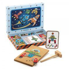 Caja de Djeco compuesta de martillo de madera, clavos, una plancha de corcho, piezas de madera y unas cartas modelo para componer vehículos espaciales