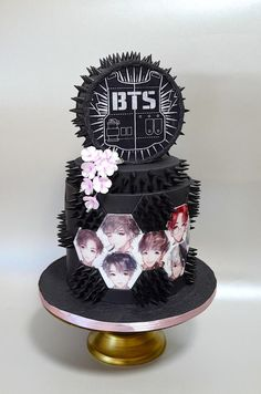 BTS/Kpop - cake by Delice Army Birthday Cakes, Brithday Cake, Army's Birthday, Pretty Cakes, Cute Cakes, Beautiful Cakes, Amazing Cakes, Bolo Tumblr, Army Cake