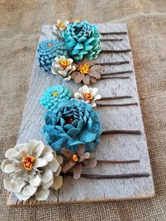 DIY Kissing Ball with Pine Cones - Crafts Unleashed@ handmade and painted pincone flowers on reused barn wood! These pi… - wood DIY ideasBeautiful handmade and painted pincone flowers on reused barn wood! Barn Wood Crafts, Barn Wood Projects, Old Barn Wood, Reclaimed Barn Wood, Craft Projects, Primitive Wood Crafts, Craft Ideas, Recycled Wood, Recycled Crafts