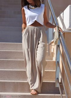 Linen pants, love them! Look very comfy!