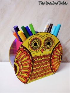 The creative twins : Cute Owl Pen Stand made from old ads Recycled Cd Crafts, Old Cd Crafts, Cool Paper Crafts, Newspaper Crafts, Diy Crafts For Home Decor, Diy Crafts Hacks, Diy Crafts For Gifts, Creative Crafts, Best From Waste Ideas