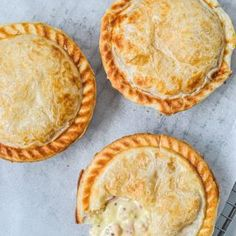 Irresistible pies topped with golden puff pastry, filled with tender chicken, bacon & mustard.This creamy chicken pie with puff pastry is pure comfort food! Chicken Pie Puff Pastry, Spinach Puff Pastry, Frozen Puff Pastry, Mini Pie Recipes, Puff Pastry Recipes, Creamy Chicken Pie, Bacon Pie, Creamy Mustard Sauce, Individual Pies