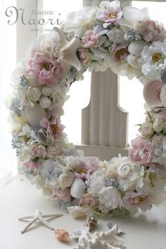 Shell wreath. Love the colors.