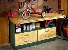Our compact garage workbench has an expanding top that folds out for extra work space and tucks away when not in use. It also has easy-to-assemble drawers and a shelf for convenient storage. And you can build this simple workbench in one day. Garage Workbench Plans, Building A Workbench, Workbench Designs, Mobile Workbench, Folding Workbench, Woodworking Workbench, Woodworking Shop, Woodworking Projects, Diy Projects