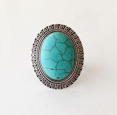 Manmade turquoise stone. Size: Adjustable.