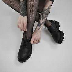 ALTERCORE (@altercore) • Zdjęcia i filmy na Instagramie Alternative Girls, Alternative Fashion, All Black, Black And White, Grunge Outfits, Platform Shoes, Gothic, Boots, Leather
