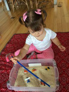 Descobrindo os objetos enterrados com ajuda da mãozinha.