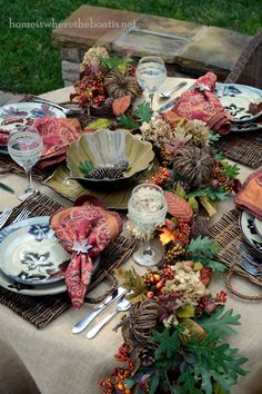 60 Beautiful Fall Table Setting Ideas For Special Occasions And Not Only Schöne Fallgedeck-Idee Thanksgiving Tablescapes, Holiday Tables, Thanksgiving Decorations, Fall Table Settings, Beautiful Table Settings, Place Settings, Fall Home Decor, Holiday Decor, Fall Garland