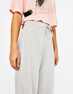 https://www.bershka.com/fr/en/woman/clothing/new/palazzo-sports-trousers-c1010195501p101355507.html?colorId=812