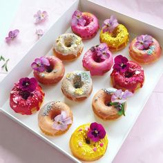 Fancy Donuts, Cute Donuts, Mini Donuts, Doughnuts, Cute Desserts, Dessert Recipes, Spring Desserts, Wedding Desserts, Delicious Donuts