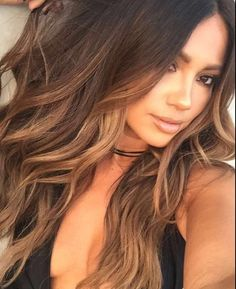 Looking for most pretty demanding hair color ever? See here the most great ideas of various balayage hair colors. Balayage is a French hair coloring technique where the color is painted on the hair… Hair Color Highlights, Ombre Hair Color, Hair Color Balayage, Brown Highlights, Caramel Highlights, Balayage Highlights, Brunette Color, Balayage Brunette, Beautiful Hair Color