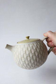 Incised teapot by Mayumi Yamashita