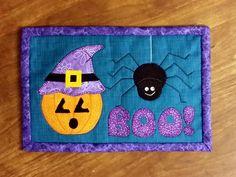 Halloween mug rug or Halloween mini quilt #Halloween #diy