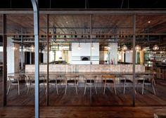 Restaurante Italiano em Changai em look industrial. Arquitetos: Lyndon Neri and Rossana Hu (Foto: Pedro Pegenaute).