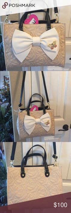 """🌺NEW! BETSEY JOHNSON SATCHEL/CROSS BODY BAG BRAND NEW! AUTHENTIC BETSEY JOHNSON SATCHEL/CROSS BODY BAG & POUCH TGO!!Approximate Measurements are 13"""" X 10""""X 6"""", with an adjustable detachable strap, & the pouch to go is approximately 12"""" X 9"""".... Betsey Johnson Bags Satchels"""