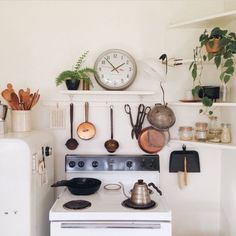 111 Eclectic Kitchen Design, Ideas, Remodel, and Decor For Your Home Kitchen Ikea, Kitchen Decor, Kitchen Design, Rustic Kitchen, Kitchen Linens, Kitchen Plants, Copper Kitchen, Kitchen Nook, Kitchen Shelves