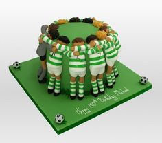 soccer team cake!! So creative! Aline ♥