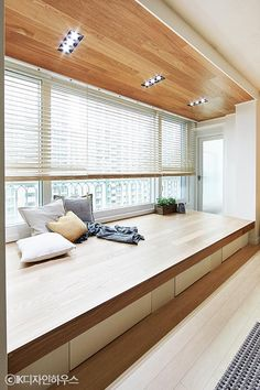 Bay Window Ideas Blending Functionality with Modern Interior Design Apartment Interior, Apartment Design, Modern Interior Design, Interior Architecture, Muji Home, Japanese Interior, Home Room Design, Minimalist Home, House Rooms